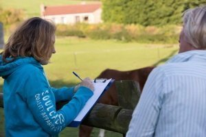 Image of Rosie Withey with a coaching client to illustrate the medicing horse way apprenticeships in somerset uk